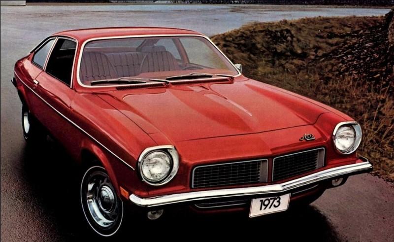 Comme sa jumelle la Chevrolet Vega, cette sous-compacte de General Motors semble convaincue d'être une star.