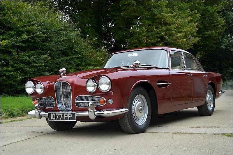Promis, fini les ricaines. Cap sur l'Outre-Manche avec cette production du constructeur britannique Lagonda. Une berline qui portait bien son nom.