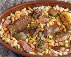 Comment s'appelle ce plat venu du Languedoc composé de haricots et de confits de canard ?