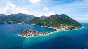 Géographie - Quelle île se trouve à mi-chemin entre la Guadeloupe et la Martinique ?