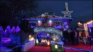 Petit avant goût de Noël avec cette maison illuminée à Anchies. Commune des Hauts-de-France, dans l'arrondissement de Douai, elle se situe dans le département ...