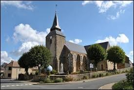 Vous avez sur cette image l'église Saint-Pierre de Neuvillalais. Commune des Pays-de-la-Loire, dans l'arrondissement de Mamers, elle se situe dans le département ...