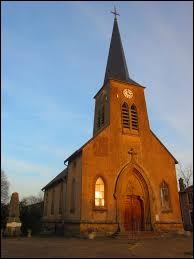 Voici l'église Saint-Pierre de Morville-sur-Seille. Village du Grand-Est, il ne se situe pas ...