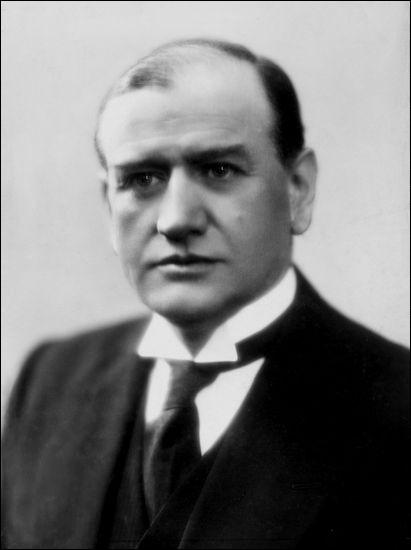 Cet homme politique, président du conseil d'avril 1938 à mars 1940, resté dans l'Histoire pour les Accords de Munich, se prénomme ...