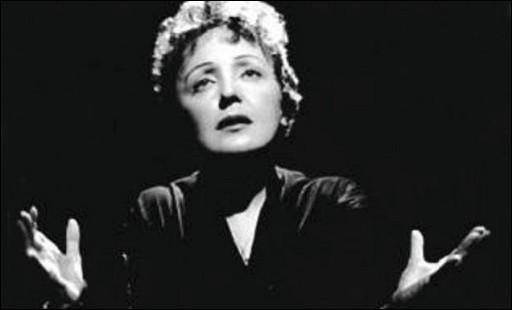 """Cette chanteuse célèbre, qui a interprété """"La vie en rose"""", """"L'hymne à l'amour"""", """"Mon manège à moi"""", se prénomme ..."""