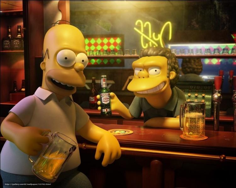 Elle porte le même nom de famille que la célèbre bière dans les Simpson.