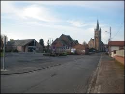 Commune des Hauts-de-France, dans l'arrondissement d'Arras, Ervillers se situe dans le département ...