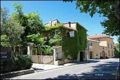 Petit tour en région P.A.C.A., à Uchaux. Commune de l'arrondissement de Carpentras, elle se situe dans le département ...
