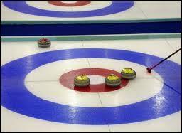 Au curling, cette cible dessinée sur la glace porte le nom de ...