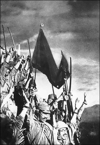 Le Japon profite de sa supériorité du moment pour attaquer tout azimut. Son armée envahit les Philippines, qui appartient à quel pays ?