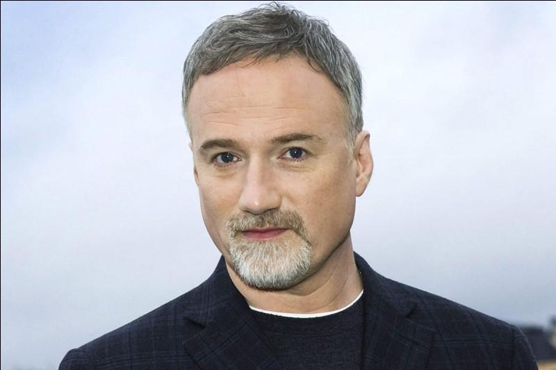 """David Fincher est connu pour avoir réalisé les film tels que """"Seven"""", """"Fight Club"""", """"L'Étrange Histoire de Benjamin Button"""" ou encore """"Alien 3""""."""