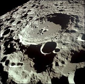 """""""Daedalus"""" est un cratère d'impact sur la face cachée de la Lune."""