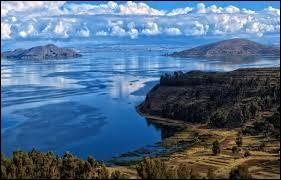 Quel pays d'Amérique du Sud le lac Titicaca ne borde-t-il pas ?