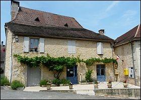 Bars est une commune française située dans le département de la Dordogne. Retrouvez sa région !