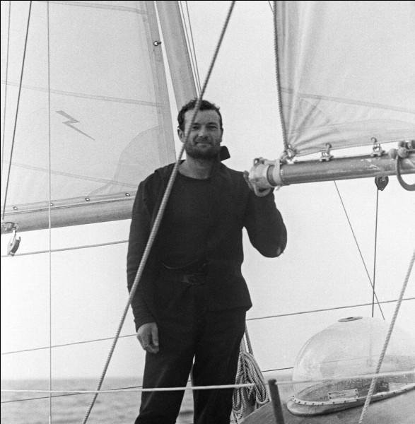 Ce navigateur, vainqueur à deux reprises de la Transat en solitaire (1964 et 1976), disparu en mer en 1998, se prénomme ...