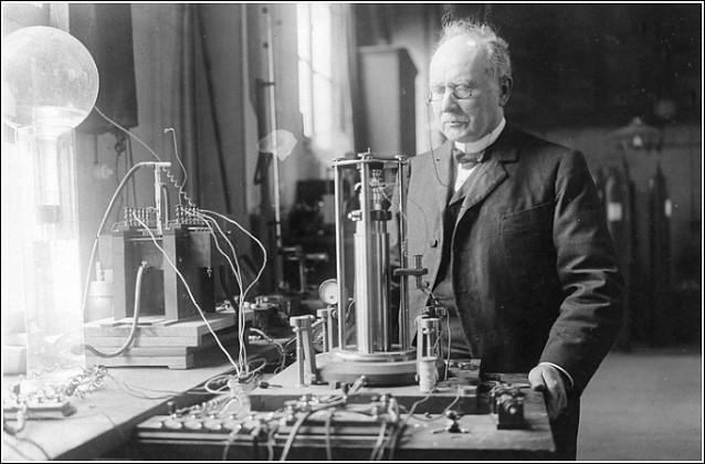 Ce physicien, un des précurseurs de la radio, c'est ... Branly.