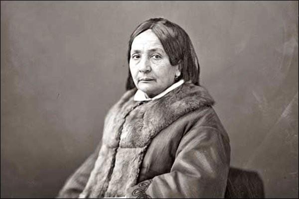 Écrivaine et journaliste, est une militante du droit des femmes, créatrice de plusieurs journaux féministes au milieu du XIXe siècle, c'est ... Niboyet.