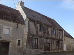 """Je vous propose de partir à la découverte de la maisons """"La Taverne"""", à Barou-en-Auge. Nous serons en Normandie, dans le département ..."""