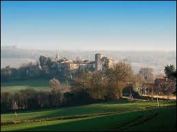 Nous sommes en Occitanie, à Larroque-Engalin. Petit village de 50 habitants, dans l'arrondissement de Condom, il se situe dans le département ...