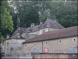 Je vous propose de partir à la découverte du château de Martinvelle. Village des Vosges saônoises, il se situe en région ...