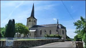 Vous avez sur cette image l'église Saint-Pierre de Sermages. Village de Bourgogne-Franche-Comté, dans l'arrondissement de Château-Chinon-Ville, il se situe dans le département ...