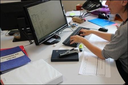 La gestion des dossiers des jeunes inscrits passe par le service...