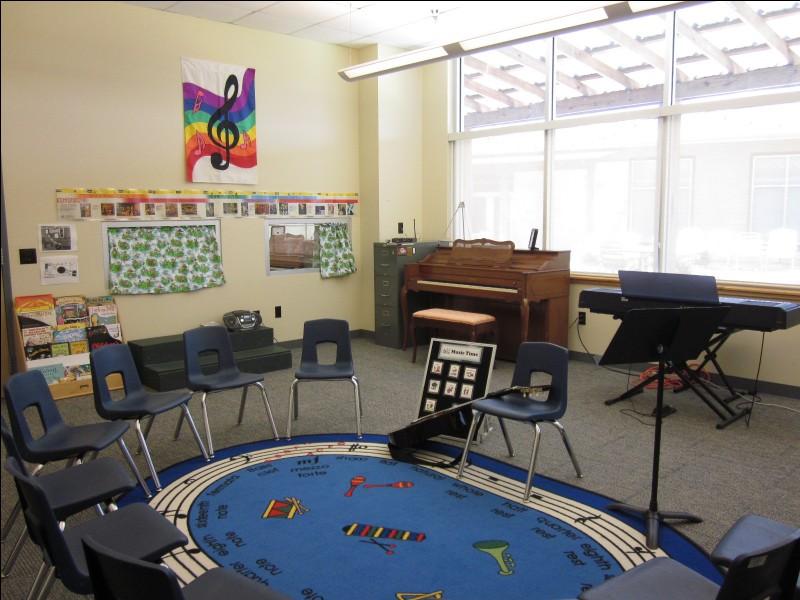 Les enfants et les jeunes peuvent apprendre à jouer de divers instruments de...