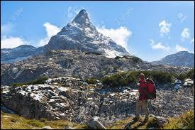 En montagne, l'ubac est le versant qui n'est pas exposé au soleil.