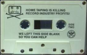 La marque Philips inventa la cassette audio ou minicassette (K7).