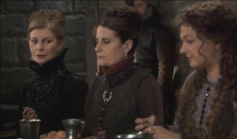 Selon tante Cryda, en combien de temps passe-t-on de fille de fermier à reine de Bretagne ?