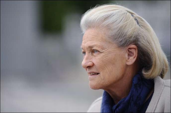 Cette femme de lettres, connue pour ses réflexions sur le féminisme et la place des femmes dans la société, c'est ... Badinter.
