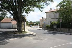 Nous terminons notre balade en Nouvelle-Aquitaine, à Taillant. Commune de l'arrondissement de Saint-Jean-d'Angély, elle se situe dans le département ...