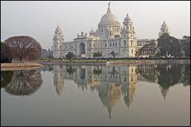 Dans quel pays se situe la ville de Calcutta ?