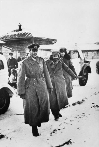 Quel général allemand capitula à Stalingrad le 31 janvier 1943 ?