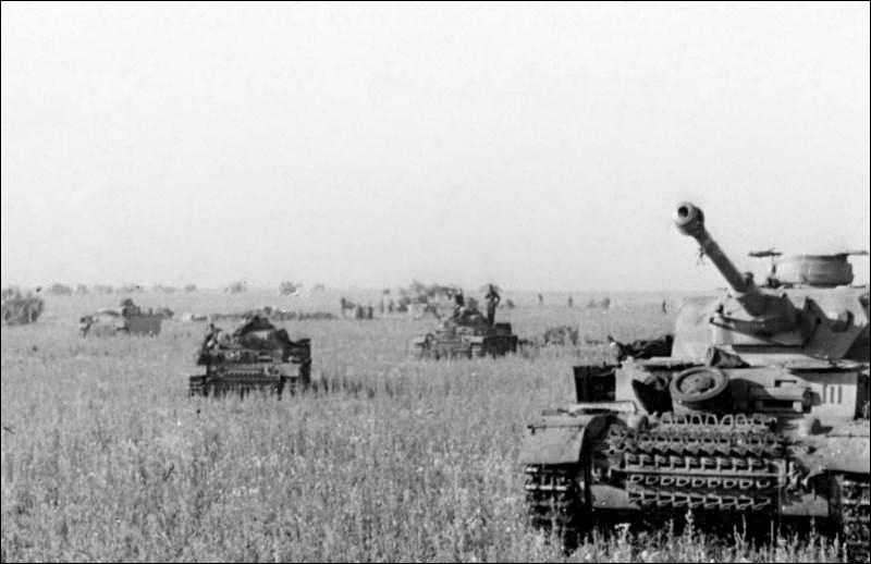 Juillet 1943 fut un mois décisif en Europe. En URSS, Hitler lançait la dernière grande offensive de l'Ostheer lors de la bataille de Koursk. Qu'est-ce qui est faux ?