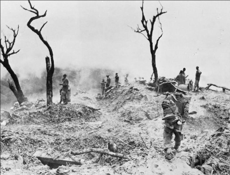 Où le Japon lance-t-il une grande offensive terrestre en 1944 ?
