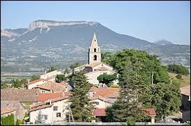 Prenons un peu d'altitude, avec cette visite de Claret. Perché à 650 mètres, ce village de l'arrondissement de Forcalquier se situe dans le département ...
