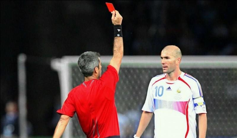 Si l'arbitre vous montre le carton rouge, que faites-vous ?