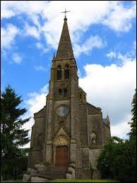 Nous sommes dans l'ancienne région Lorraine devant l'église de la Nativité-de-la-Bienheureuse-Vierge-Marie de Laudrefang. Ce village se situe dans le département ...