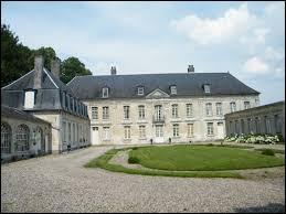 Je vous propose de partir dans les Hauts-de-France à la découverte du château de Raincheval. Commune de l'arrondissement de Péronne, elle se situe dans le département ...