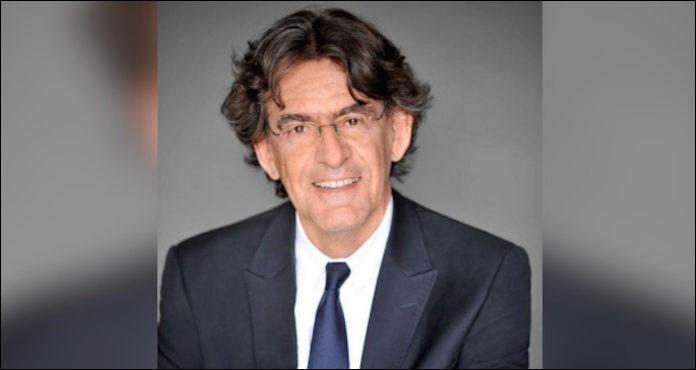 Il a enseigné la philosophie puis a été ministre de l'Éducation nationale de 2002 à 2004. Il se prénomme ...