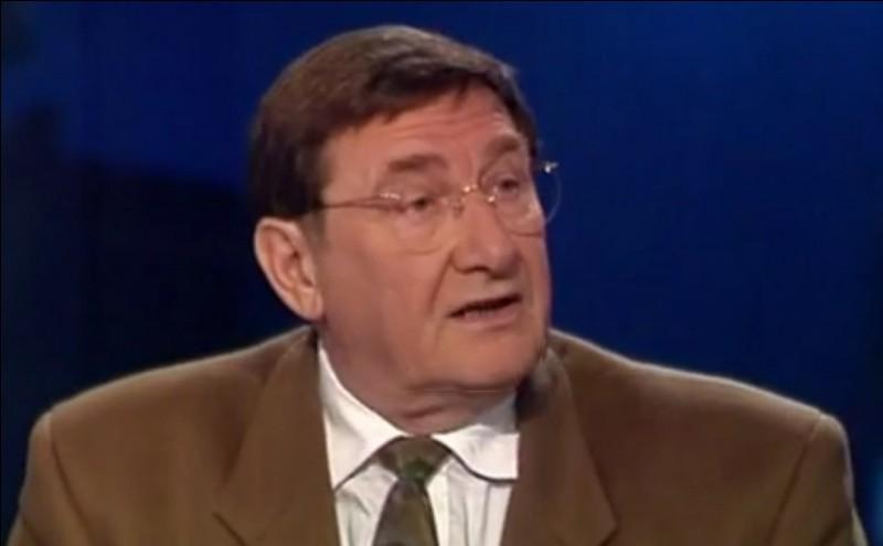 Ce syndicaliste, contrôleur des PTT de profession, a été secrétaire général de la CGT de 1992 à 1999. Il s'agit de ... Viannet.