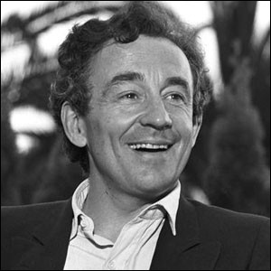 """Ce cinéaste a réalisé notamment """"Le souffle au coeur"""", """"Lacombe Lucien"""", et """"Au revoir les enfants"""", film pour lequel il remporte le Lion d'or à la Mostra de Venise en 1987. Il s'agit de ... Malle."""