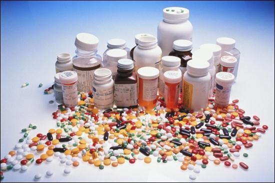 Par opposition à l'homéopathie, cette thérapeutique est basée sur la loi des contraires : le médicament doit manifester des effets contraires aux symptômes de la maladie. De quelle thérapie s'agit-il ?
