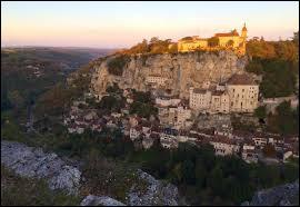 Le village de Rocamadour se situe en Dordogne.
