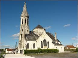 Voici l'église Saint-Médard de Liez. Commune des Hauts-de-France, elle se situe dans le département ...