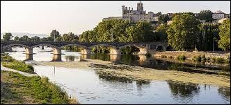 Le canal du Midi relie Toulouse à la mer Méditerranée.
