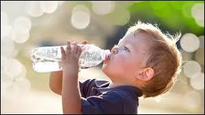 Je bois environ 1, 5 litre d'eau par jour.
