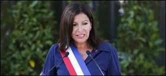 Anne Hidalgo est la première femme maire de Paris.