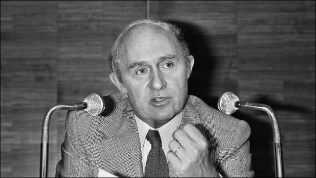 Cet homme politique, député de 1958 à 1981, connu pour avoir défendu la loi autorisant la contraception en 1967, c'est ... Neuwirth.